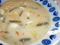 Kyslá fazuľková polievka so zemiakmi a vajíčkami