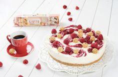 Zubereitung: 30 Min. Kühlzeit: 3,5 Std. Zutaten für eine Torte mit 26 cm: Knusperboden: 200 g Vollkornkekse 100 g Butter 3 P. Giotto Himbeer...