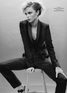 """In Black and White"" Jena Goldsack for L'Officiel Ukraine"