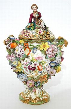 An early 19th century Minton 'Dresden Scroll' porcelain vase