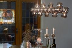 Long hanging lamp consisting of 24 glass balls, gives a perfect light to dining tables. Splendor Bar by Rydens. Scandinavian Table Lamps, Scandinavian Kitchen, Kitchen Lamps, Kitchen Lighting, Glass Ball, Dining Tables, Floor Lamp, Balls, Ceiling Lights