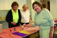 Orchard Cove resident Ida Tatelbaum has been a member of the scarf-painting class there for almost four years. Learn more about this monthly course and how it has enriched the Orchard Cove community and the residents who participate: