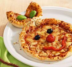 Vapiano saattaa olla tuttu ravintolakonsepti Suomesta. Tallinnassa ketjulla on useampia ravintoloita, jotka valmistavat pizzaa, pastaa ja salaattia tilauksesta italialaiseen tyyliin. Eräs Vapianoista sijaitsee keskustan Solaris-keskuksessa. #tallinn #estonia #tallinna #viro Recipe For Bubble Pizza, Kids Pasta, Authentic Italian Pizza, Make Your Own Pizza, Kids Dishes, Mini Pizza, Appetisers, Cooking With Kids, Cute Food