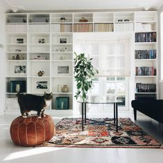Scandinavian home inspiration to improve your house. This is simple scandinavian home decoration ideas javgohome-Home Inspiration Scandinavian Home Inspiration Ideas Big Living Rooms, Living Room Lounge, Home And Living, Living Spaces, Danish Living Room, White Bookshelves, Bookcases, Sala Grande, Family Room Design