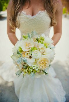 White wedding flowers http://weddingflowersideas.blogspot.com/2014/04/white-wedding-flowers.html