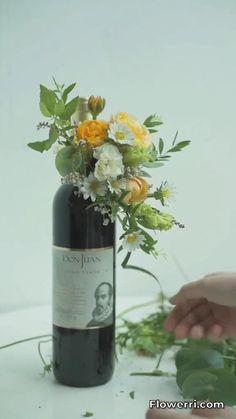 Diy Wedding Decorations, Balloon Decorations, Christmas Decorations, Flower Decorations, Wine Bottle Gift, Wine Bottle Crafts, Deco Floral, Floral Foam, Creative Flower Arrangements