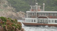 Knysna Heads - Featherbed lagoon ferries www.travelknysna.com/activities/featherbed.html Places Ive Been, Places To Go, Knysna, Cape Town, Beautiful Gardens, South Africa, Beautiful Places, Southern, Creatures