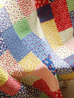 "A Quilting Life - a quilt blog: Fat Quarter Fizz Quilt Love the ""wave"" quilting lines"