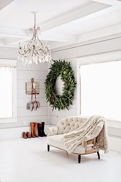 French farmhouse Christmas -- check out that gorgeous, over-sized Christmas wreath! Scandinavian Christmas Decorations, Farmhouse Christmas Decor, Modern Christmas, Christmas Love, All Things Christmas, Christmas Holidays, Christmas Wreaths, Xmas, Theme Noel