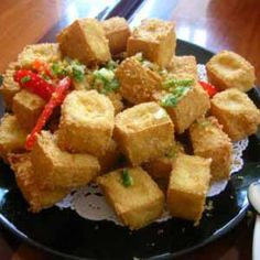 Homemade crispy fried tofu, a colorful and flavorful Chinese food, serves as a side dish with rice or noodles are wonderful. For a vegetarian, try this Spicy Fried Tofu, and reduce the peppers if desired. Tofu Recipes, Cake Recipes, Dessert Recipes, Cooking Recipes, Deep Fried Tofu, Malay Food, Indonesian Cuisine, Singapore Food, Tasty