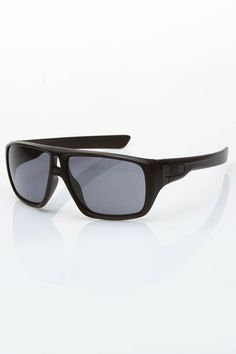 f1530cc0e1 I'm always outside and oakley has always been the sunglasses i wear. Lentes