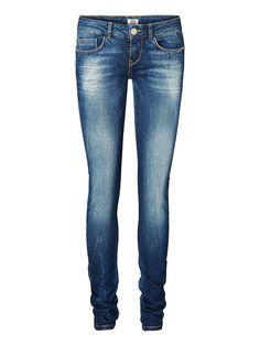 Vero Moda - Kräftige Jeans. - Dehnbare Qualität. - Leicht gewaschener Look. - Klassisches 5-Pocket-Modell. - Reißverschluss an den Gesäßtaschen. - Taillenbund mit Gürtelschlaufen. - Knopf- & Reißverschluss vorn. - Skinny fit. 98% Baumwolle, 2% Elasthan...