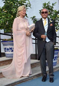 Bodas: Boda real marbellí: del Despacito de Luis Fonsi al traje de las 5.000 flores. Fotogalerías de Casas Reales. Marbella se convirtió en la tarde del sábado 2 de septiembre en escenario de la boda real de la princesa Marie-Gabrielle de Nassau con Antonius Willms. Los novios,