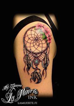 beau tatouage attrape reve fille hanche et cuisse