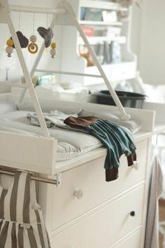 babybett und wickeltisch mit schubladen