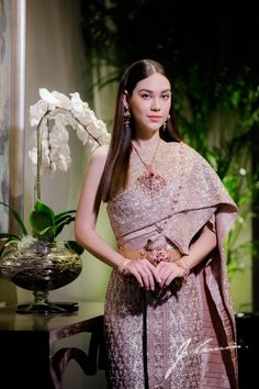 Thai Wedding Dress, Dresses To Wear To A Wedding, Khmer Wedding, Thai Traditional Dress, Traditional Outfits, Thai Dress, Thai Style, Vogue Magazine, Culture Of Thailand