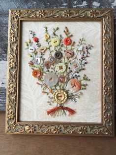 Antique Button Art by warnANDweathered on Etsy Button Bouquet, Button Flowers, Diy Buttons, Vintage Buttons, Buttons Ideas, Button Art, Button Crafts, Sewing Crafts, Sewing Projects
