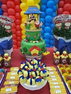 A las niñas les encanta Blanca Nieves y qué mejor decoras su fiesta de cumpleaños con este tema. Tu niña estará feliz con una decoración c...