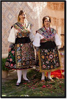 Pareja de mujeres Carbajalinas, Zamora.