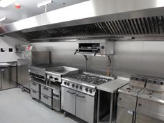 Commercial Kitchen Setup at Home – Kitchen & Chandeliers Restaurant Kitchen Equipment, Restaurant Kitchen Design, Bakery Kitchen, Hotel Kitchen, Industrial Restaurant, Restaurant Interior Design, Kitchen Sets, Kitchen Layout, Kitchen Interior