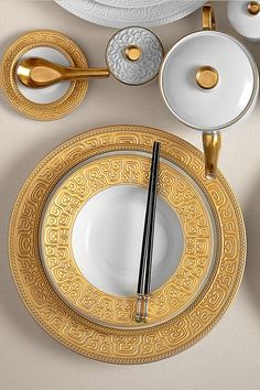 Garner your dining room table with gilded plates from the L'Objet Han Collection. #Home