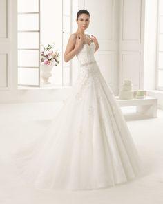 Vestido de encaje bordado pedreria y tul en color natural. Vestido de encaje bordado pedreria y tul en color blanco.