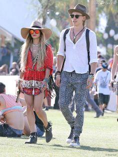 Vanessa Hudgens et son petit ami Austin Butler lors du 3e jour du festival de Coachella, le 13 avril 2014.