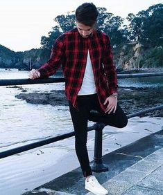 There is no denying that plaid shirts are a fashion staple. these shirts are often associated with lumberjacks and […] winter outfits men Flannel Outfits, Cool Outfits, Casual Outfits, Men Casual, Fashion Outfits, Fashion Trends, Mode Instagram, Instagram Fashion, Men's Apparel