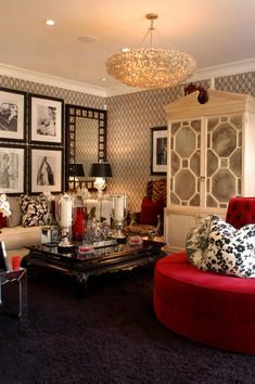 Few interior design styles carry with them the glitz and glamour of an entire decade. But Hollywood Regency is making a modern comeback, well after its heyday in the '30s.