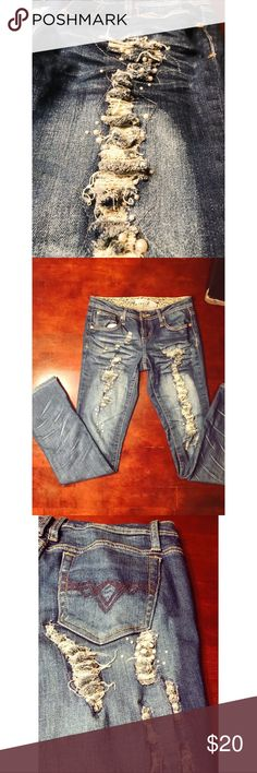 Pearl distressed blue jeans Pearl distressed blue jeans Soundgirl Jeans