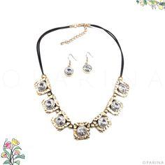 Collar Negro con Dorado Martillado y Circones en Oparina. #oparina #necklace  #madewithstudio