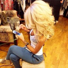 OMG I just love this hairstyle, for a western/cowboy style event! I gave those exact same sweatpants same color! Love Hair, Great Hair, Gorgeous Hair, Big Hair Dont Care, Layered Haircuts, Hair Day, Pretty Hairstyles, Teased Hairstyles, Natural Hairstyles