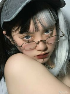 Pretty Korean Girls, Cute Korean Girl, Asian Girl, Girl Pictures, Girl Photos, Poses, Sacs Louis Vuiton, Girl Korea, Ulzzang Korean Girl