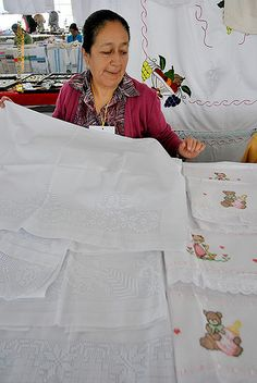 "Nezahualcóyotl, Méx. 05 Junio 2013. ""Textiles, ropa bordada y deshilados"". Nahuatzen, Michoacán. Rosa Jacobo."