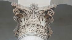Loggia di Brescia.  Capitello rinascimentale