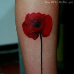 Red poppy tattoo, tatouage coquelicot
