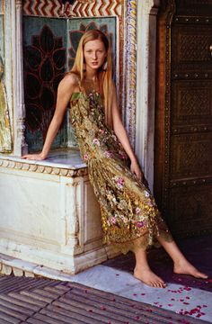 GYPSET SUMMER-Maggie Rizer Photographed by Arthur Elgort in City Palace of Jaipur, India- vogue- 1999