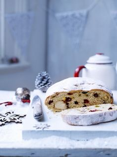 Stollen is a bread like cake filled with fruit and nuts; a German Christmas classic, with this recipe from Jamie Oliver you can make your o. Jamie Oliver, German Christmas, Noel Christmas, Nigella Christmas, Christmas Morning, Pavlova, Beignets, Rice Cake Nutrition, Best Christmas Cake Recipe