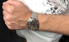In stock ready to ship!!! #omega #seamaster #jamesbond #notimetodie • • • #21090422001001 #watchgeek #watchnerd #keepthetime #womw #wristgame #wristcandy #wristshot #007 #jamesbond007 #jamesbondstyle