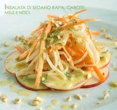 Insalata di sedano rapa, carote, mele e nocciole Salad of celeriac, carrots, apples and hazelnuts Salad Recipes, Healthy Recipes, Just Cooking, Food Humor, Light Recipes, Soul Food, Italian Recipes, Food And Drink, Healthy Eating