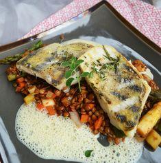 Heute kam bei uns zu Mittag wieder einmal ein feines Stückchen Fisch auf den Tisch. Es gab gebratenesZanderfilet mit einem Senfschäumchen. Oh là là – hört sich das nichtgut an!? Die Kombina…