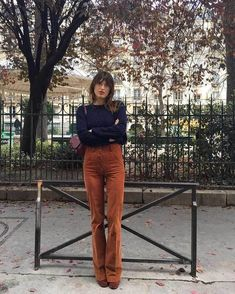 Jeanne Damas: Elements of Style - faraway places Parisian Style Fashion, Look Fashion, Girl Fashion, Fashion Outfits, Fashion Vintage, 70s Women Fashion, French Street Fashion, Vintage Inspired Fashion, Fashion Ideas