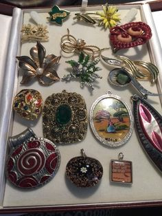Vintage Costume Jewellery Job Lot Of 16 Brooches Pendants And A Scarf Clip