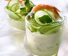Découvrez la mousse légère concombre, crevette et coriandre, une recette signée Cyril Lignac.