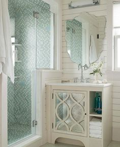 You'll want to add a walk-in shower to your small bath after you see these beautiful bathrooms. These gorgeous walk-in shower ideas are great for a small bathroom in your home. Get inspired by these elegant and functional showers. Small Bathroom With Shower, Small Bathroom Vanities, Bathroom Renos, Walk In Shower, Master Bathroom, Bathroom Ideas, Shower Ideas, Bathroom Remodeling, Small Vanity