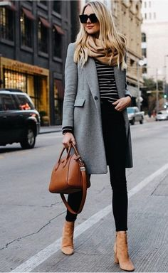 Grauer Mantel, Streifen u Herbstmode Inspiration. The post Grauer Mantel, Streifen u Herbstmode Insp Fashion Mode, Work Fashion, Street Fashion, Fashion Trends, Ladies Fashion, Fashion 2018, Autumn Fashion Work, Grey Fashion, Fashion Ideas