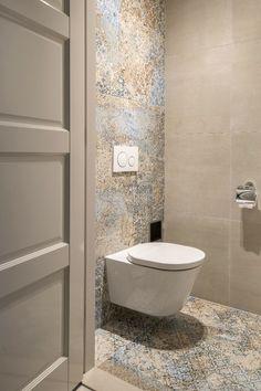 Modern Luxury Bathroom, Bathroom Design Luxury, Modern Bathroom Decor, Bathroom Design Small, Home Decor Kitchen, Tiny Half Bath, Small Bathroom Inspiration, Wc Design, Small Toilet Room