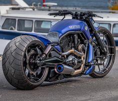 Harley Davidson News – Harley Davidson Bike Pics Harley Fatboy, Harley Bikes, Custom Street Bikes, Custom Bikes, Armadura Cosplay, Motos Harley Davidson, Futuristic Motorcycle, Chopper Motorcycle, Cool Motorcycles