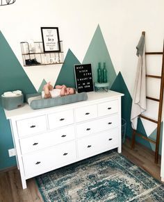 Zo match je dit vloedkleed met vintage look in jouw interieur! - b è b è - Kinderzimmer Baby Bedroom, Baby Boy Rooms, Baby Room Decor, Baby Boy Nurseries, Nursery Room, Kids Bedroom, Nursery Ideas, Room Girls, Project Nursery