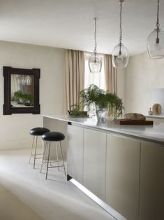 Home Interior De Mexico Contemporary, Modern, Minimal, Neutral, Classic Kitchen by Rose Uniacke interior design in Holland Park Apartment Tiny House Interior, Classic Interior Design, Classic Kitchens, Interior, Rose Uniacke, Kitchen Interior, Interior Design Kitchen, Home Decor, House Interior